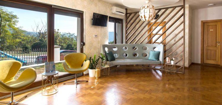 Recepcija zdravstvenog centra La Sante u Beogradu na Dedinju. Opšta praksa i sistematski pregledi